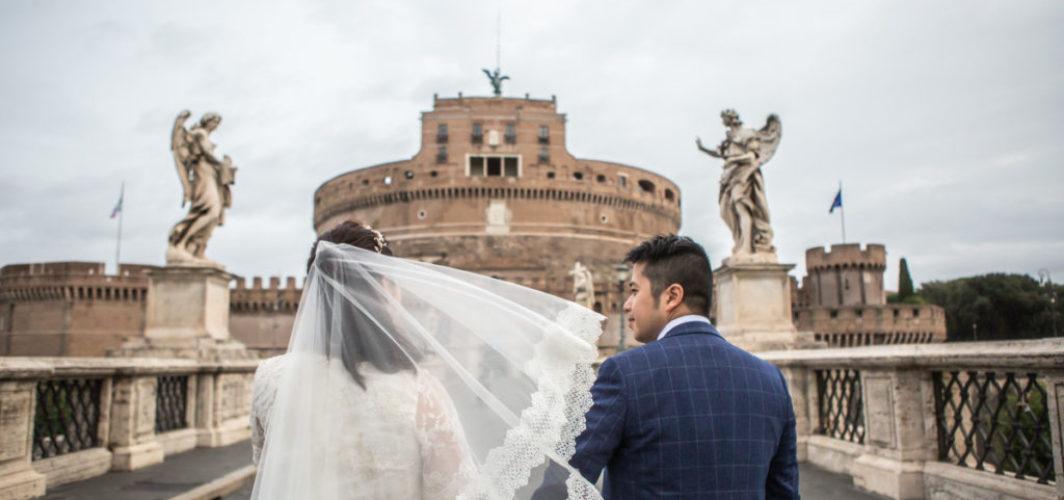 摄影师在罗马下雨天